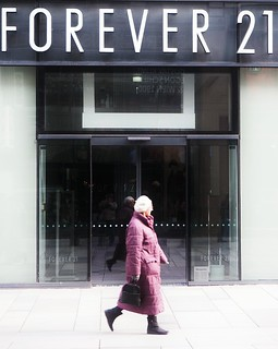 A Forever 21 store in a mall. Photo courtesy of: Flickr.com