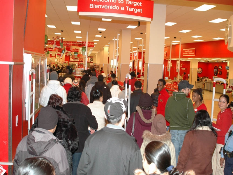 Shoppers+on+Black+Friday+entering+Target.%0AShoppers+on+Black+Friday+entering+Target.+Photo+Courtesy+of%3A+Wikimedia+Commons+by+Gridpro8%0A