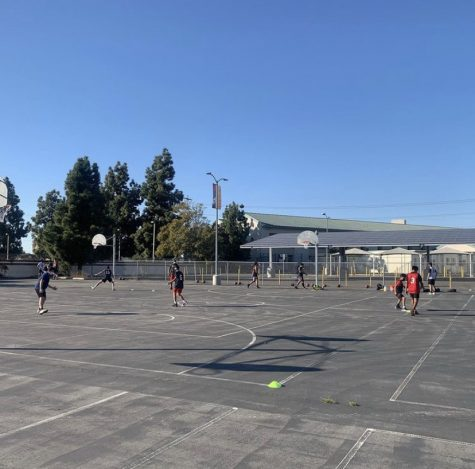 The Basketball team practicing outdoors at Segerstrom High School Photo courtesy of ( https://www.sausd.us/segerstrom