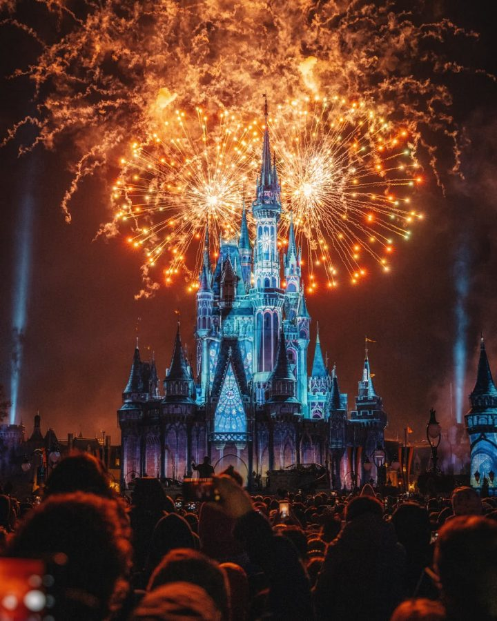 People+enjoying+the+firework+show+that+is+surrounding+the+Disneyland+castle.+Photo+Courtesy+of%3A+Zichuan+Han+from+Pexels